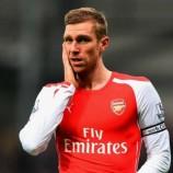 Arsene Wenger : Cedera Per Mertesacker Cukup Parah