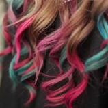 Sampo Yang Digunakan Untuk Membersihkan Rambut Berwarna Berbeda