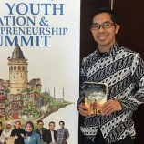 Novel Karya Ahmad Fuadi Raih Posisi Best Seller