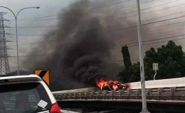 Kebakaran Mobil di Tol Juanda-Waru, Sopir dan Penumpang Selamat