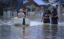 Banjir Rendam Sejumlah Jalan di Bandung, Kendaraan Tak Dapat Melintas