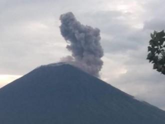 Gunung Agung Kembali Erupsi Akibatnya Sejumlah Desa di Karangasem Hukan Abu